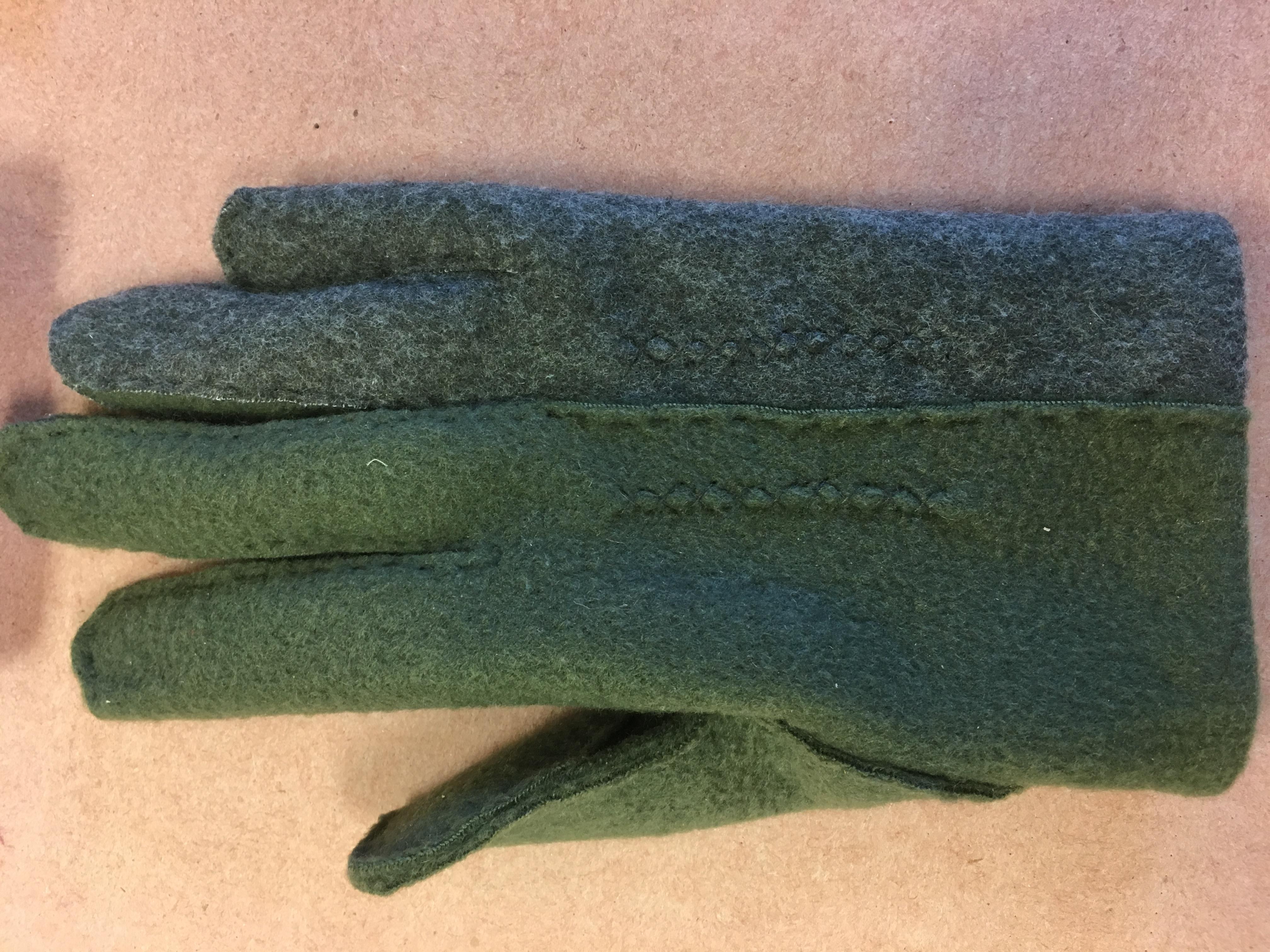 Two-Tone Polar Fleece Glove