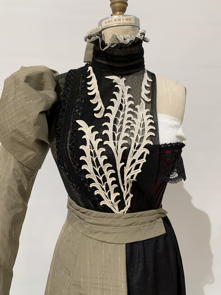 Gay 90s bodice detail