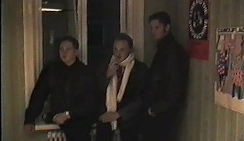 """Disharmonikerna – """"Maskeraden"""" (livevideo). Bild från Café Eloge i Vänersborg, hösten 1993. Ljud från albumet """"Nattens profitörer"""", 1994. Urban Hane, sång. Kristian Petrov, gitarr. Ken Höög, bas. Marc Durhoff, synt. Foto: Staffan Ingvarsson."""