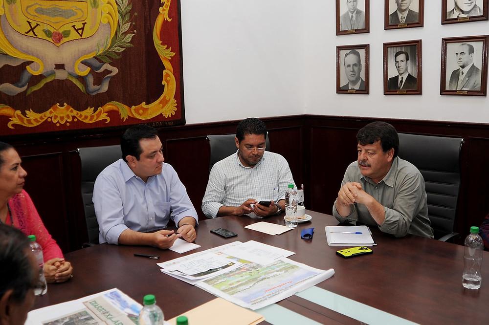 Reunión de alcalde Américo Zúniga con integrantes del Comité de la Cuenca del Pixquiac