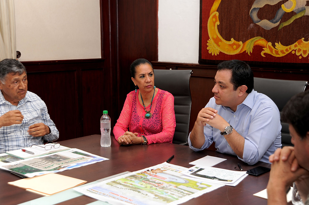 Reunión de alcalde con integrantes del Comité de la Cuenca del Pixquiac