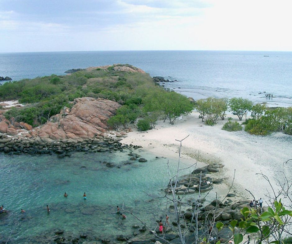 https://en.wikipedia.org/wiki/File:Sri_Lanka-Trincomalee-Pigeon_Island.JPG