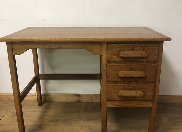 Lovely Vintage oak teachers style desk