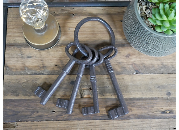 Cast Iron Bunch of Decorative Keys Wall Hanging Ornament