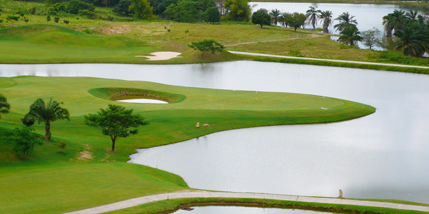 The Highland Course measures over 7600 yards making it the longest golf course in Thailand. Again among the twin-greened eighteen holes, there are four par 3's, ten par 4's, and 4 par 5's. The par 3's ranges from a short 150 to 253 yards, for most golfers a driver for sure. The par 4's play up to 493 yards, and the longest par 5 is 690 yards. The Highland Course is even more challenging than the Valley Course. Every hole is a challenge in its own right.