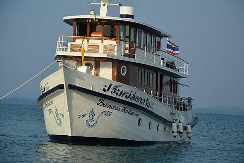 Yacht_P02.jpeg