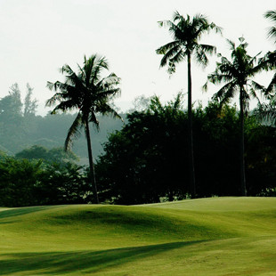 The course has to be seen and played once as its too hard to describe in words! The clubhouse serves mostly local food. There are few restaurants nearby on the Gulf of Thailand which make excellent choices for enjoying a seafood meal with a few cold beers while watching the sunset and reminiscing about golf at Wangjuntr.