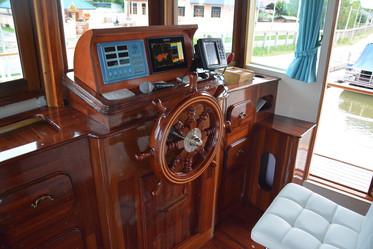 Yacht_P08.jpeg