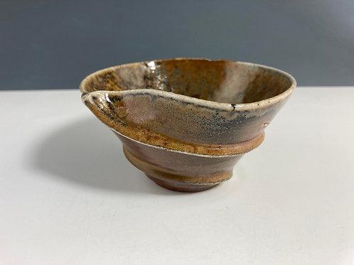 Twisty small bowl