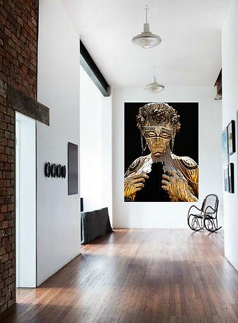 128674457-interior-de-la-elegante-sala-de-estar-con-una-cómoda-silla-y-una-mesa-auxiliar-j