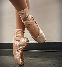 pointe dancer, pointe shoes