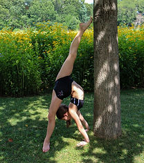 acro dancer, extension, backbend