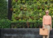 Fashionista dans un parc