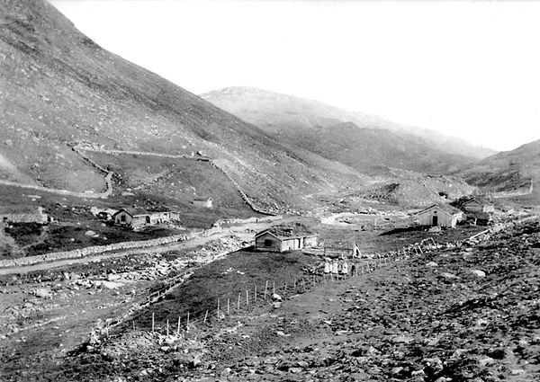 Steinutgarder ved Ryphusa fra 1920-30tal