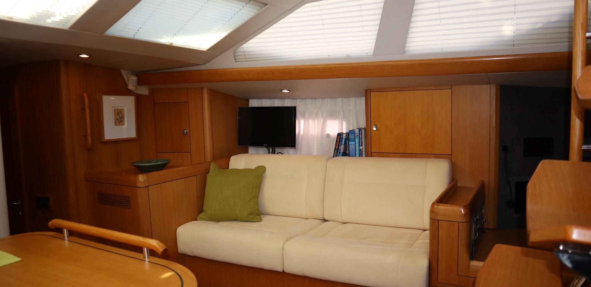 Salon (Starboard)