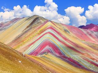 Un arcoiris hecho montaña en Perú