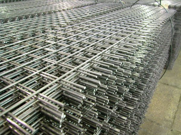 Prefabricated welded meshes