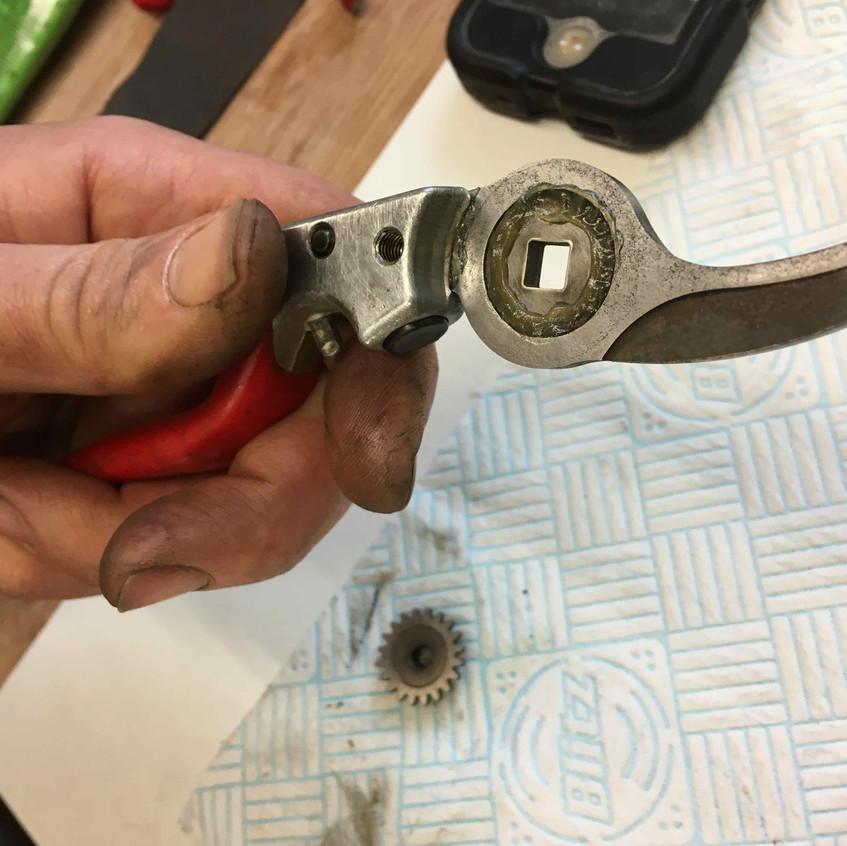 27. Lube anvil blade recess
