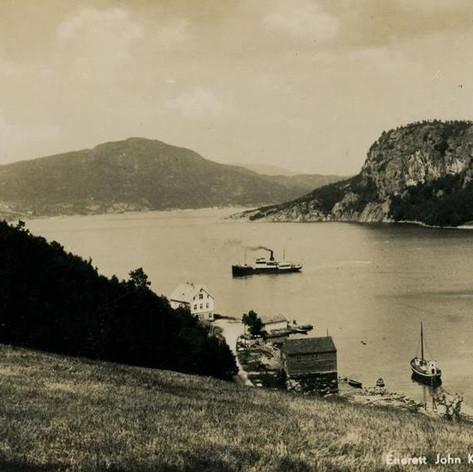Ved Fister, Randøy i bakgrunnen
