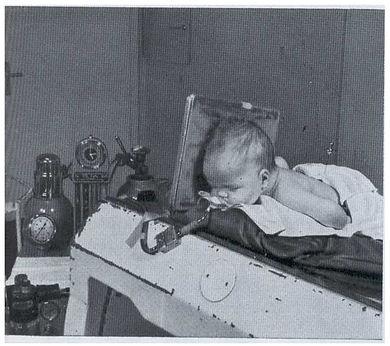 Kind bei Encephalogramm lumbal.jpg