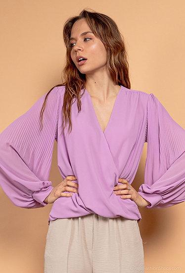 Pleated sleeve blouse