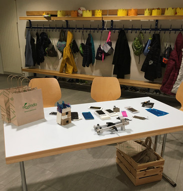 Revendo hat uns am 23.11. beim Reparieren-Workshop gezeigt, wie man Smartphones einfach selber flicken und upcyceln kann. Ihr Reparatur-Geschäft in Winterthur kauft alte Handys und Computer an und bereitet sie wieder auf.Ihr Tipp: Es muss nicht immer sofort ein neues Handy sein. Lieber Reparieren statt Wegwerfen!
