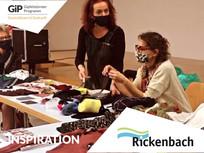Sehen Sie hier unseren kurzen Video-Mitschnitt vom Reparieren-Workshop am 23.11. im Singsaal. Gemeinsam mit 18 TeilnehmerInnen haben wir Tipps und Kniffe beim Flicken von Handys und Kleidung kennengelernt. Unsere Gäste: Revendo, NoSweatShop und Andy Greuter von der Sozialkommission mit seiner Idee für ein Rickenbacher Repair Café.