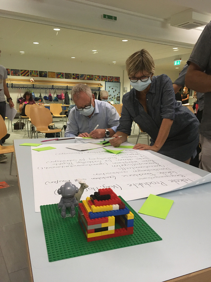 Die Teilnehmenden tragen die Transitions-Ideen aus der Zukunftswerkstatt zusammen, die sie am ehesten weiterverfolgen möchten.