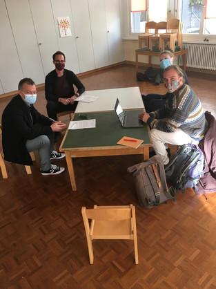 Teamsitzung mit der Gemeinde am 16.11.20 - im Rahmen der Möglichkeiten diesmal auf Kinderstühlen :)