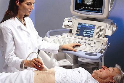 Manhattan Internal Medicine Associates' doctor taking an ultrasound of a patient.