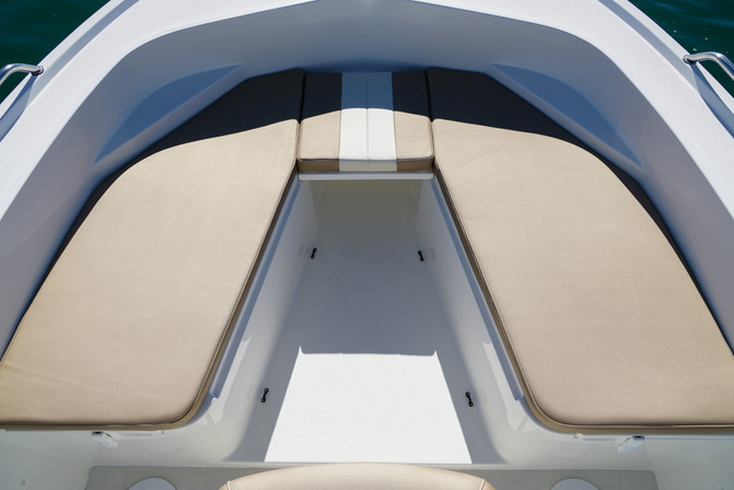 23 Deep V bow front seating 4.jpg