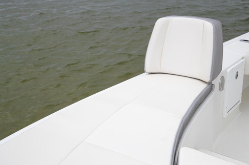 Parker Boats 2600SH Bow Seating 2.jpg