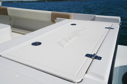 Parker Boats 2300 Deep V fishbox lid 2.j