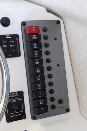 Parker Boats 2120SC switches.jpg