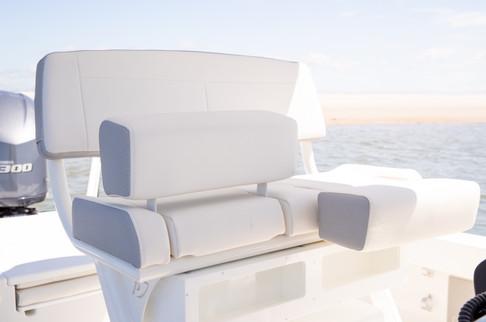 Parker Boats 2600SH Helm 3.jpg