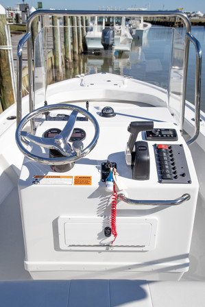 ParkerBoats 1801 Console.jpg