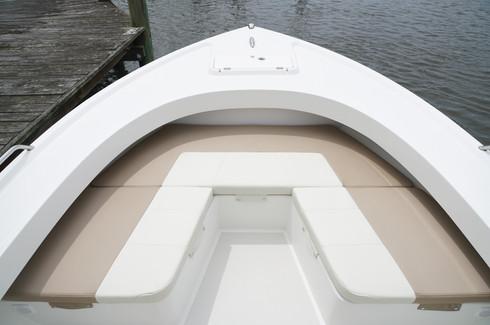 Parker Boats 25SE FWD Seating2.JPG