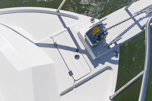 Parker Boats 2120SC Anchor Storage.jpg