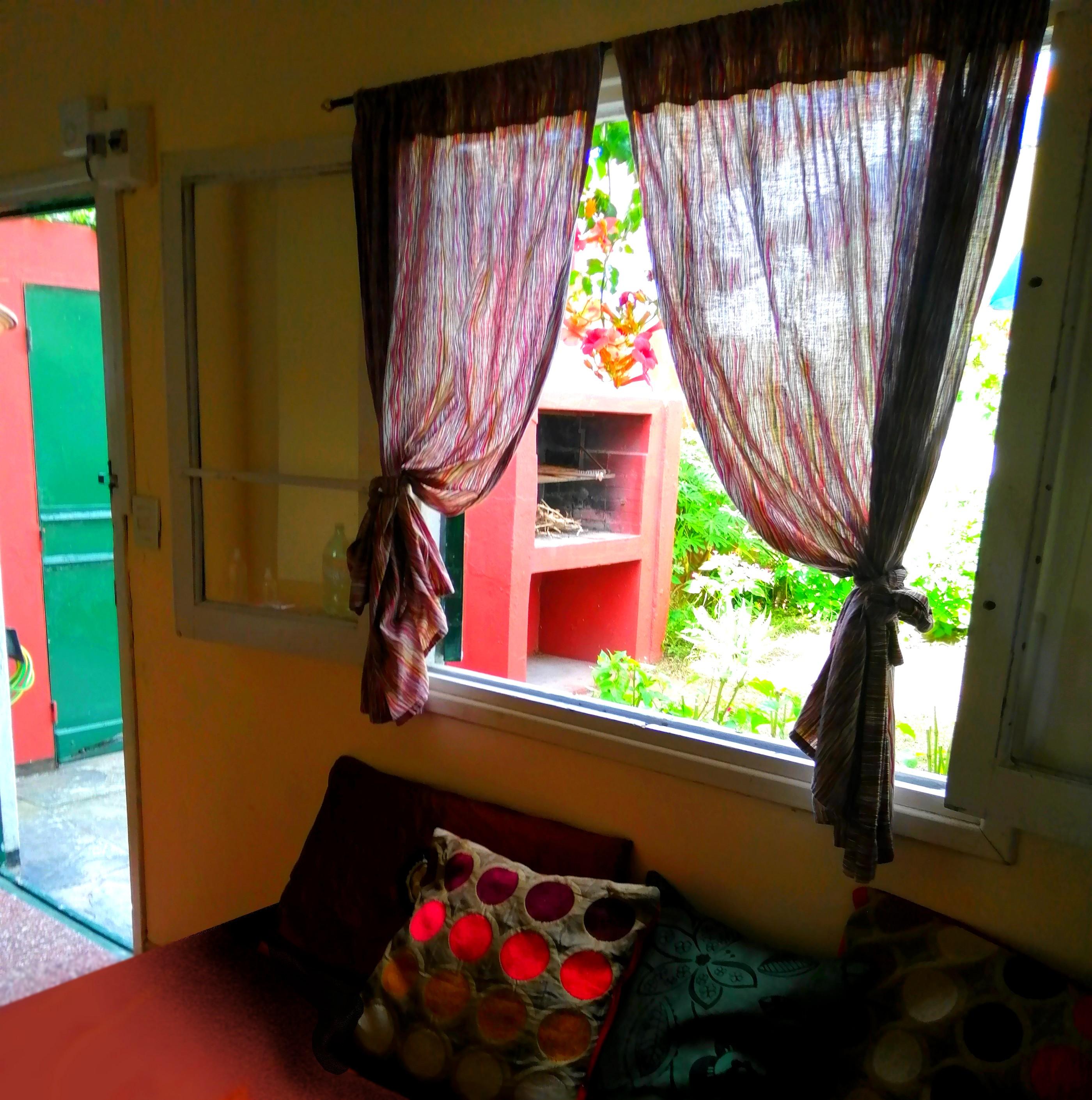 ventana del living sobre sofacama