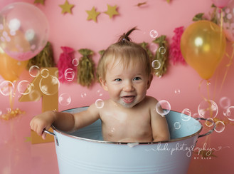 Zosia's cake smash and splash photo session. Walsall
