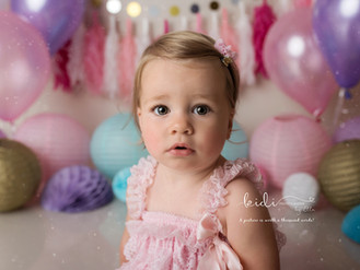 Evie May. Professional cake smash photo session.