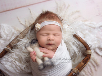 Maeva, my 6 days old model and her professional newborn photo session.