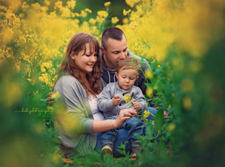 Franiu and his Family. Professiona outdoor photo session.