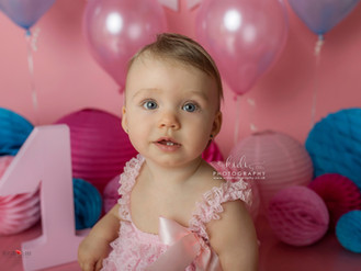 Zuzia's first birthday. Cake smash session