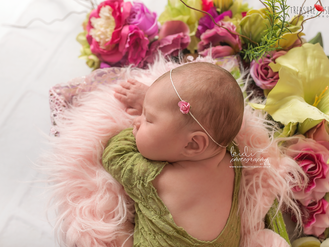 Little Olive and her newborn photo session