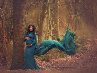 Outddor maternity photo session. Walsall Photographer.