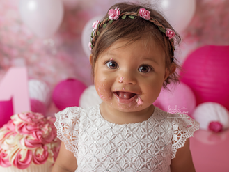 Rosalie's cake smash and splash photo session