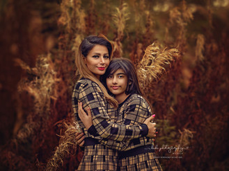 Beautiful family photos. Autumn outdoor photo session.