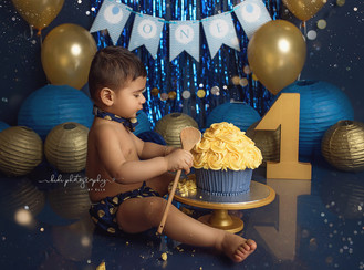 One year old Arjua and his cake smash and splash professional photo session.
