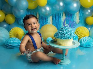 Jai and his cake smash and splash photo session.